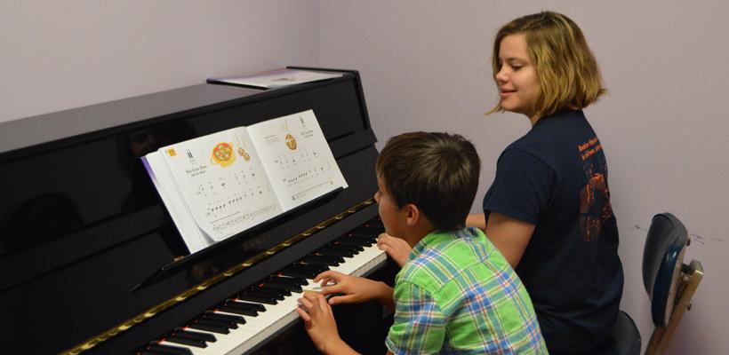 aile-calan-calma-cal-sozluk-bilgi-piyano-muzik-hayat-bilgi-aleti-calgi-calmak-cocuk-piyanolar-piano-enstrumani-tusu-cocuklar-piyano-egitim-ders-ozel-okul-ogretmen-ozel-hoca-12345