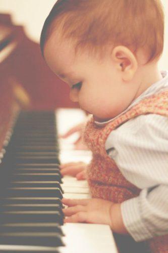 Küçük Çocuklar Neden Piyano Müzik Çalma Eğitimi Almalıdır?