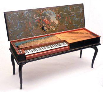 Klavikord genellikle dikdörtgen biçiminde, metal telleri ve ses sayısı kadar tuşu olan klavyeli bir çalgıdır. Piyanonun atası, en güzel sesli çalgılsı biridir.