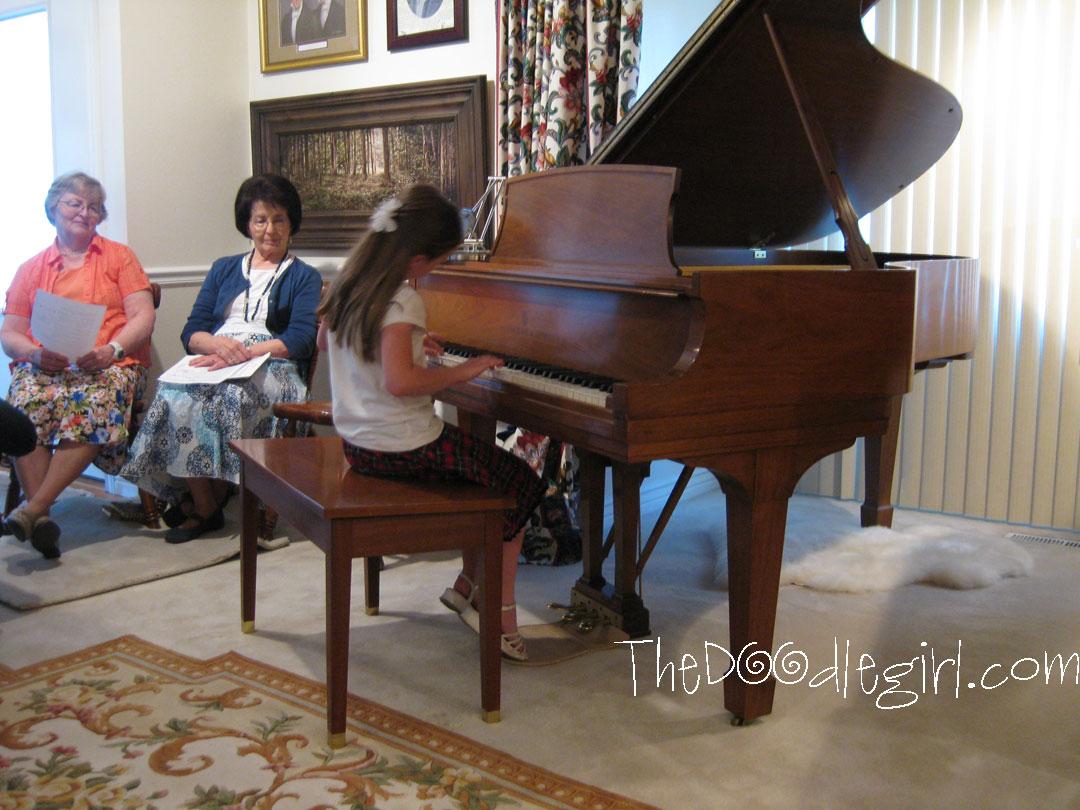 Niçin Akustik Piyano Satın Almalı Avantajları Ve Sakıncaları Çalgı çalmak Çocuk Piyanolar Piano Enstrumanı Tuşu Çocuklar Eğitim Ders Özel Okul öğretmen özel Hoca