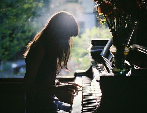 PİYANO NASIL SES VERIR SESİN OLUŞMASI VE ÖZELLİKLERİ... Gösterge Çalan Çal Çalmak Çalma Dik Çalan Genç Müzisyen