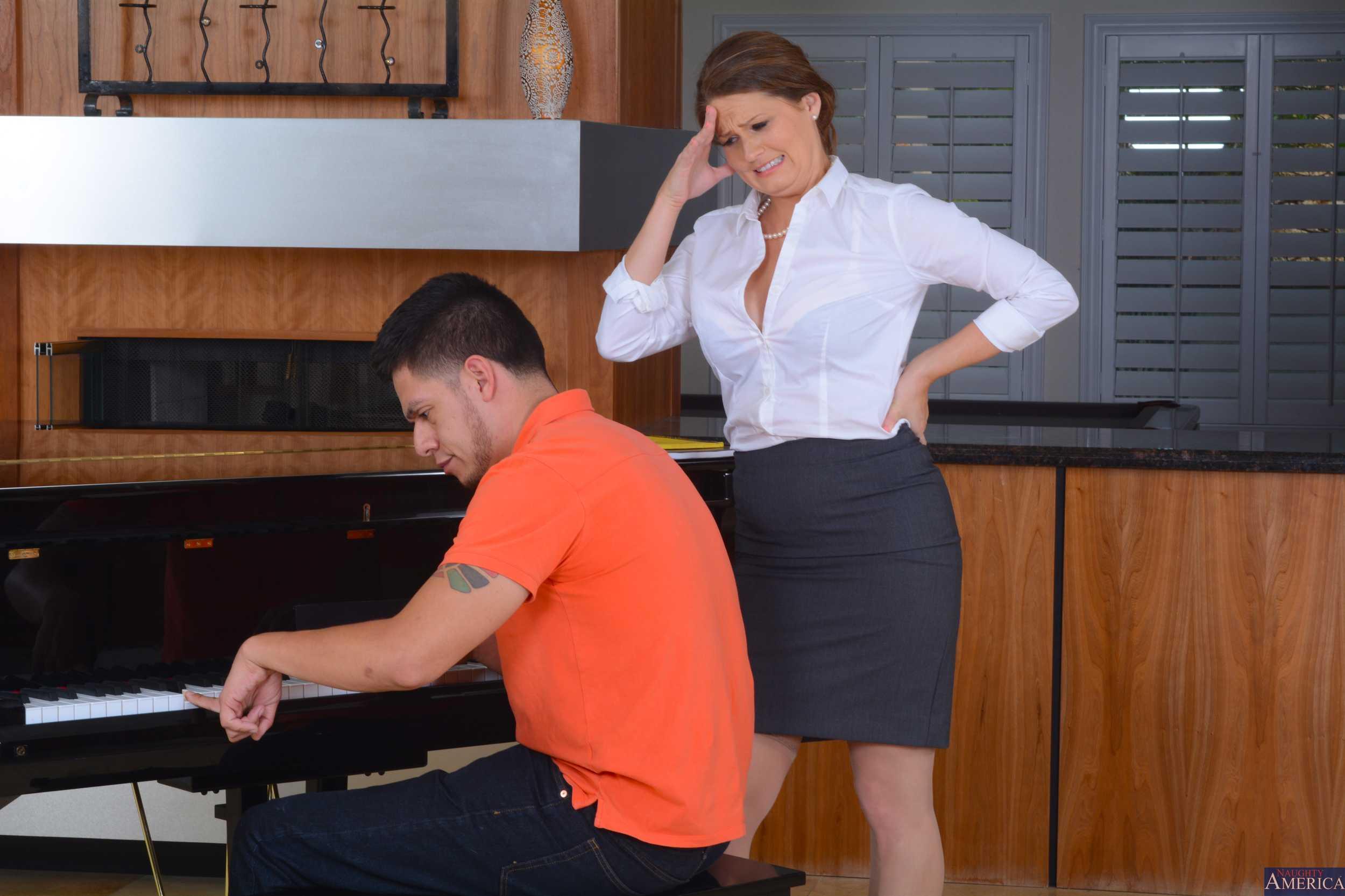 Piyanocu Ve Piyanist Nedir Ne Demek Piyano Pianist Music Müzikler Genç Piyanist Akustik Piyanoları Piano Bilgi Güzel Elit Hoş Piyanosu Foto Modeli Poz Enstümanları Çalgısı Alet Resim Tuş Tuşlar