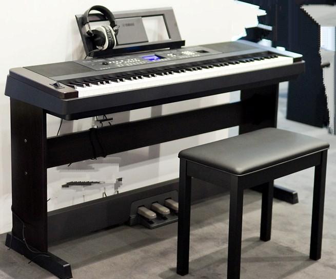 Portatif Taşınabilir Seyyar Piyano Elektro Dijital Digital Klavye Özel Ders Kurslar Öğretmen Okulu Hoca Öğretmen Çalgı Enstrümanı Giriş Piyanosu Kulaklık