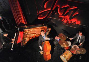 Caz Müzikleri Piyano Jaz Müziği Jazz Music kulübler Blues bilgi nedir orkestrası İstanbul Akor caz kulübü Bar Jazz