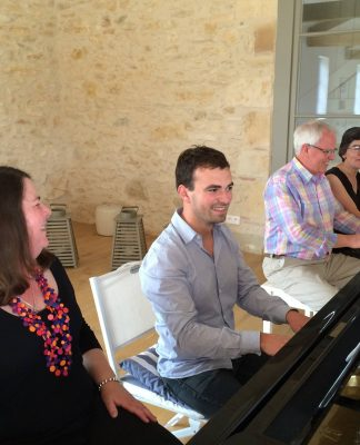 Müzik Piyano Öğrenmenin Yaşı Var Mıdır Ne Zaman Öğrenilmelidir Hoca Okulu Çalma Piyanist Piano Yaşlı YetişkinDersleri Öğretmen Eğitmen Eğitimi