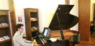 Genç Şair Besteci Güneş Yakartepe Yeni Besteleri Şarkı Türkü Marş Enstrümantal Eserleri. Bestekar 2017 Son Amatör Bestecilik Piyanist Müzik Akademisi Konseri