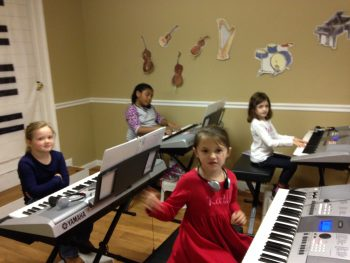 Ocuklar Için Piyano Ve Müziğin Önemi Nedir Hangi Faydaları Sağlar çalma Piyanist çalgı Dersleri Öğretmen Eğitim Toplu Ders Sınıfı Okulu Kurs